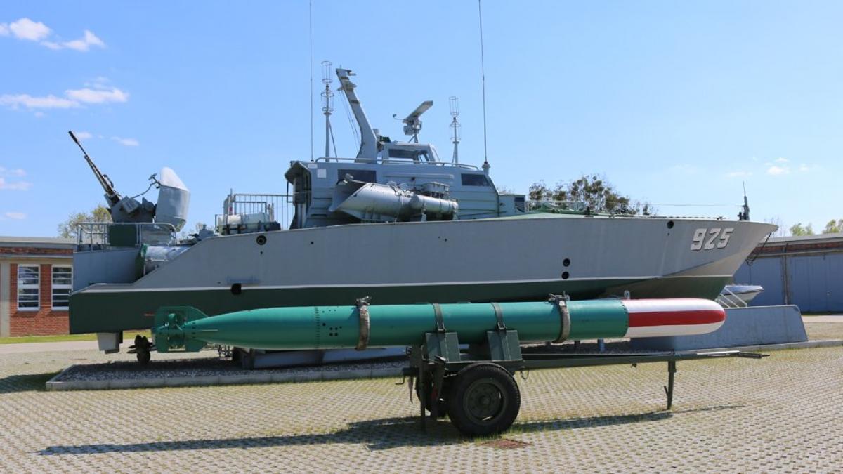 Kleines Torpedoschnellboot KTS-Libelle der Volkmarine