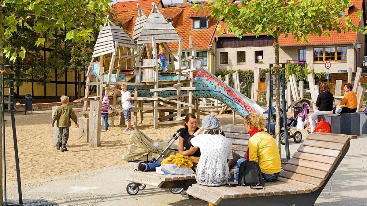 spielplatz-luetten-ort-stadthafen-waren