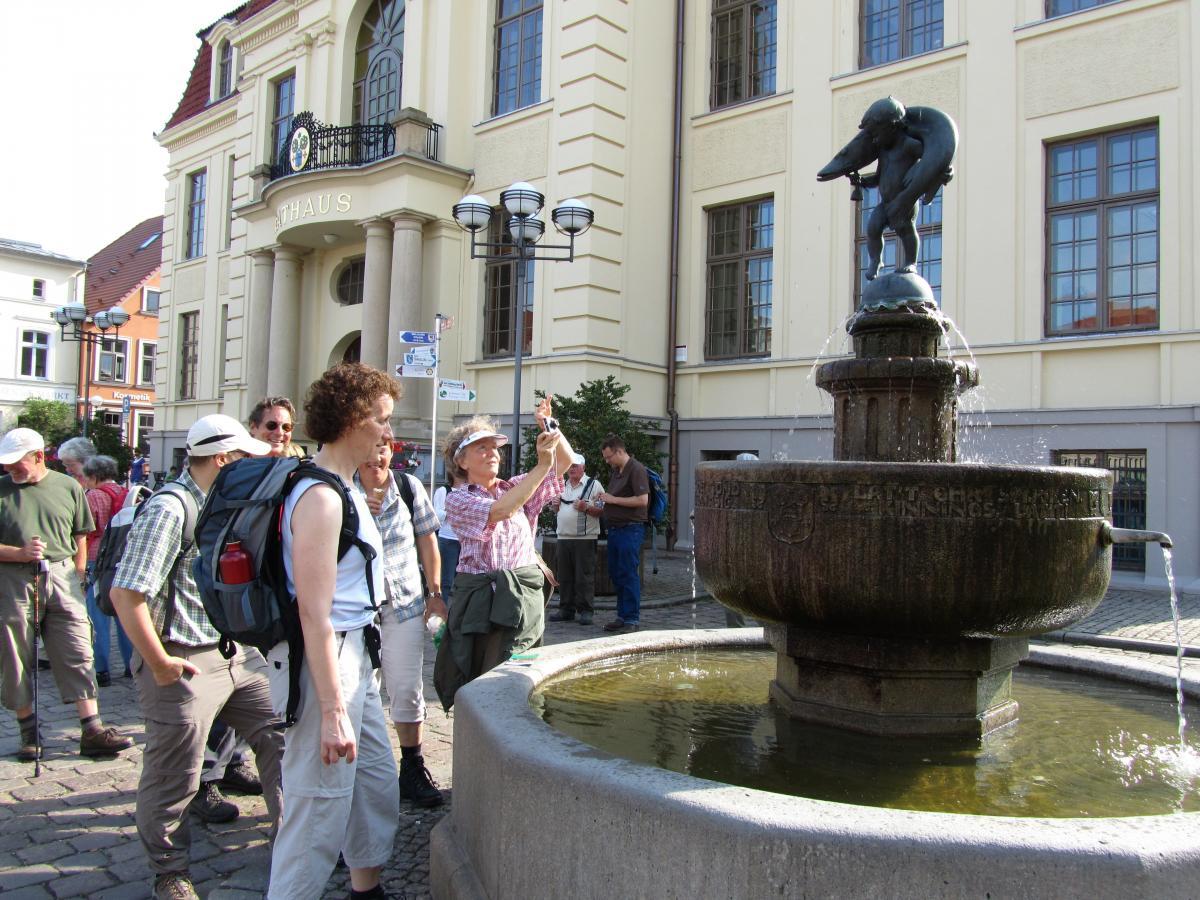 Gruppe  am Hechtbrunnen