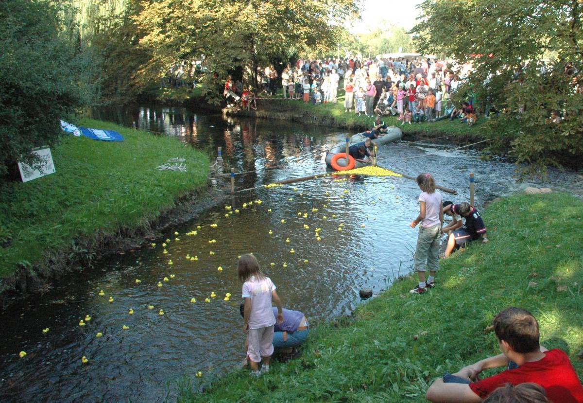 Kinderfest und Entenrennen