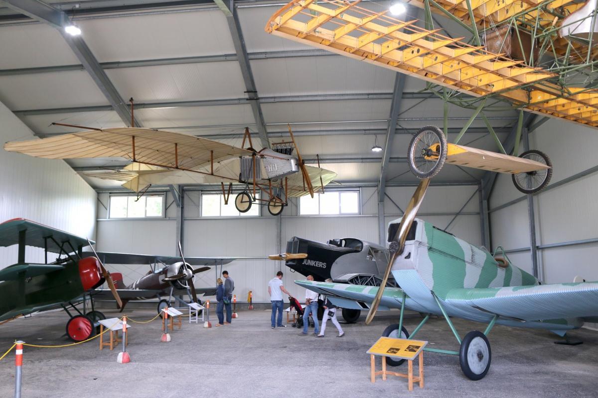 lftm-ausstellungshalle-alte-flugzeuge
